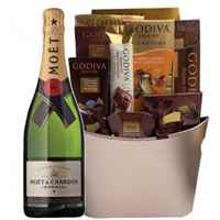 moet-and-chandon-imperial-brut-champagne-gift-basket